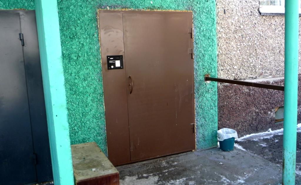 поставить железную дверь в подъезде